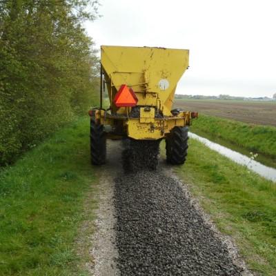 Drijfhout aanleggen schelpenpaden